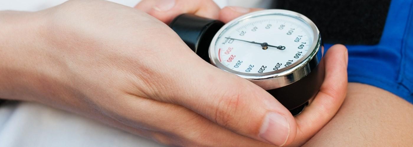 hipotenzió és magas vérnyomás)