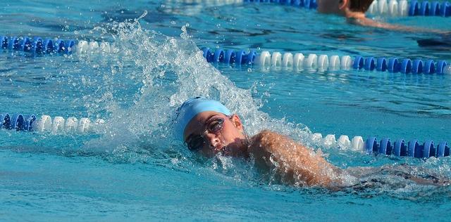 lehet-e úszni a medencében magas vérnyomásban)