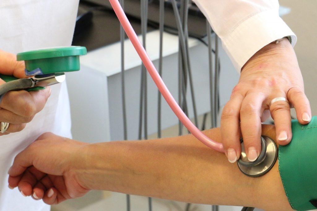 a magas vérnyomás korrekciója)