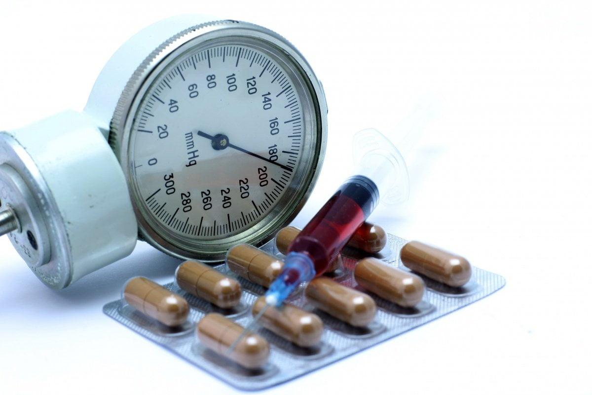 sürgősségi gyógyszer magas vérnyomás ellen)