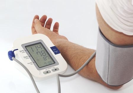 szorongás és magas vérnyomás)
