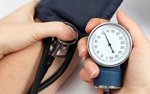 alvászavarok és magas vérnyomás)