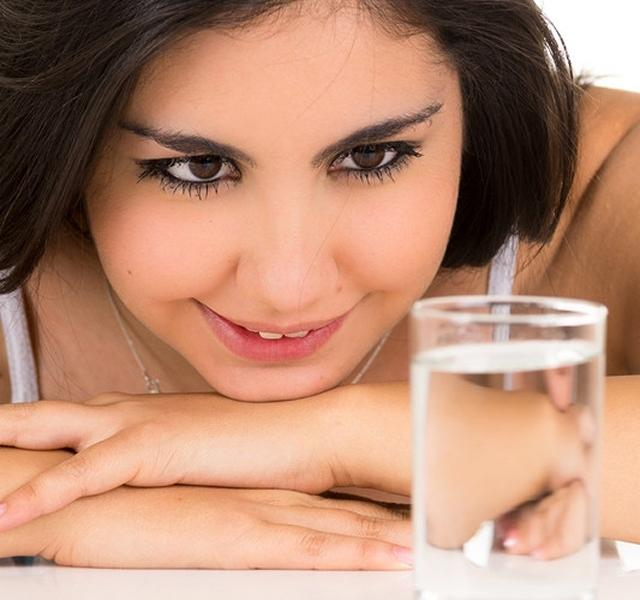 magas vérnyomás esetén sok vizet ihat