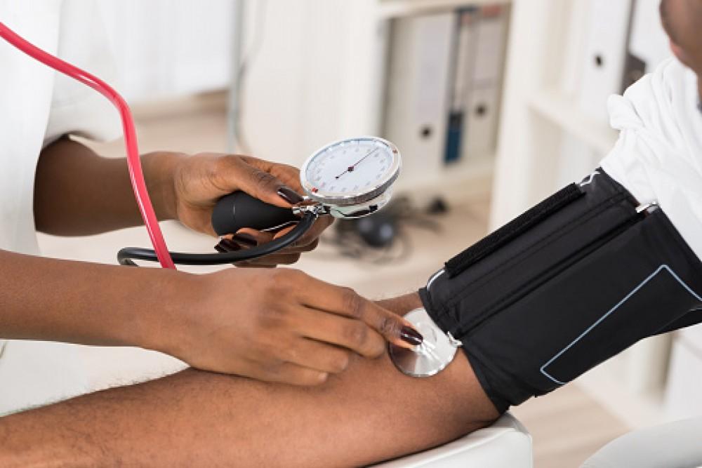 magas vérnyomás vesebetegséggel)