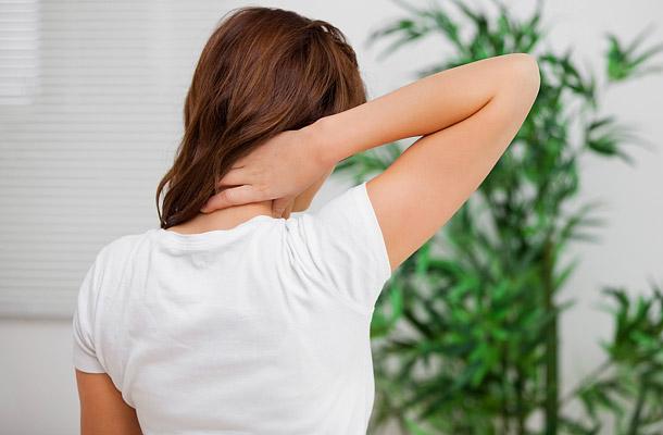 fejfájás a fej hátsó részén, magas vérnyomás esetén)