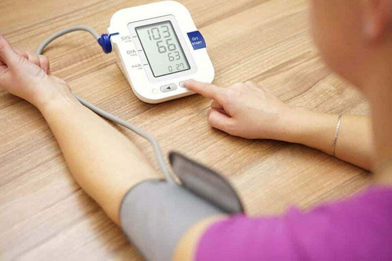 a bal kar fájdalma magas vérnyomás esetén önkontroll napló a magas vérnyomásért