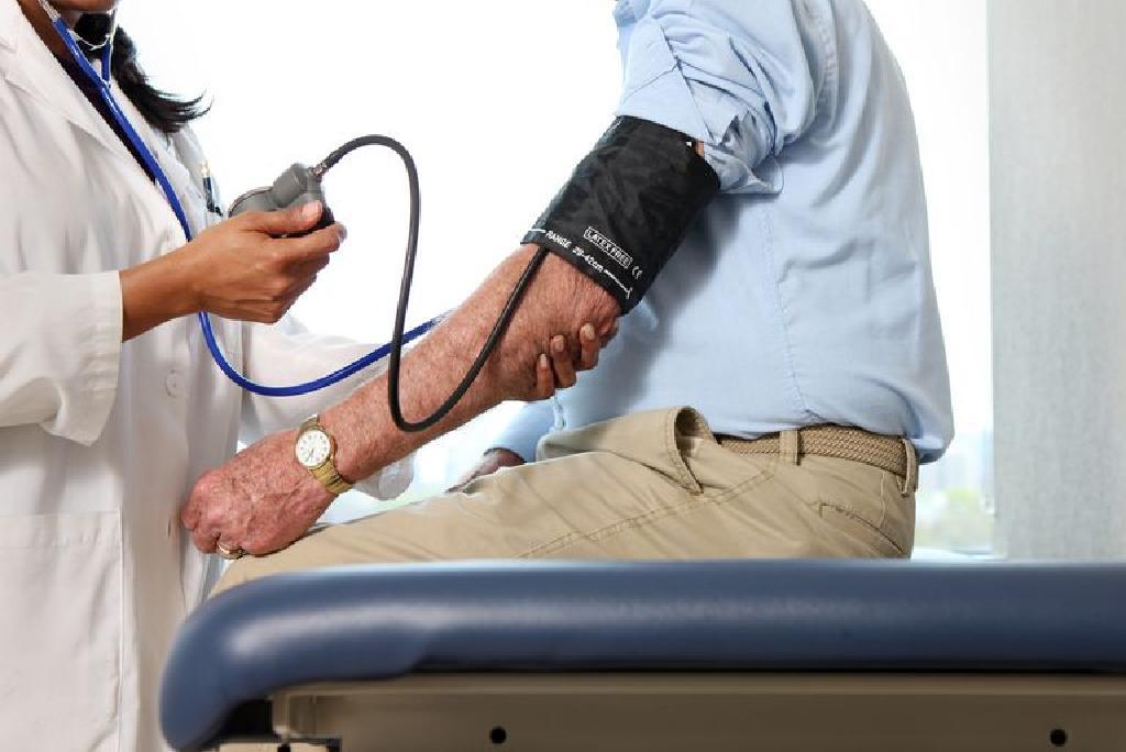 magas vérnyomás malignus)